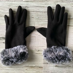 Faux fur cuff gloves with touch screen points